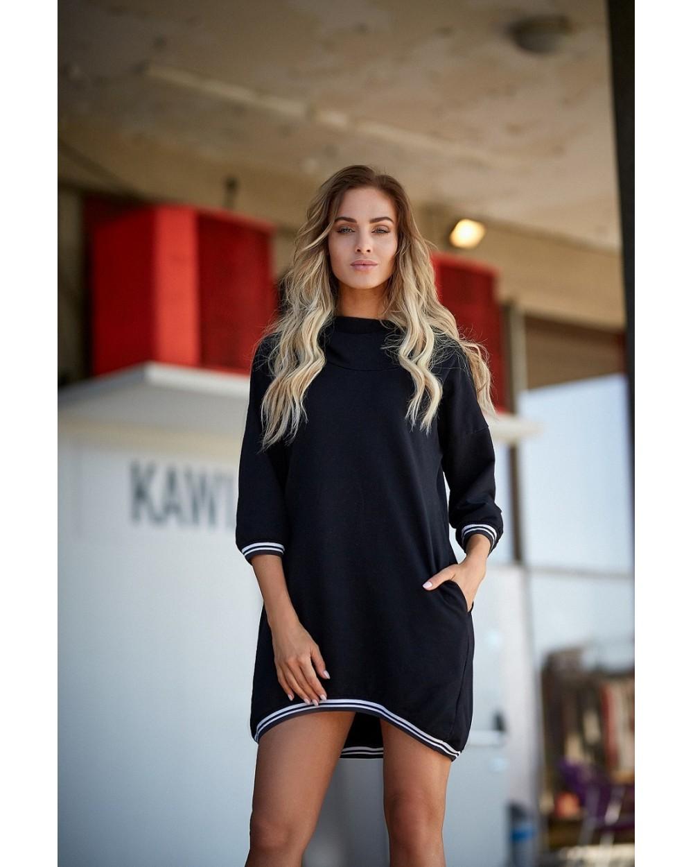 ace680aece Sukienka damska czarna z dzianiny sportowa z kapturem sklep online