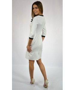 Sukienka damska ecru o prostym kroju taliowana wizytowa