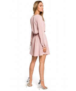 Zwiewna sukienka mini ze ściągaczem - różowa